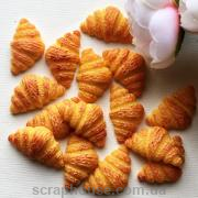 Шармик для слаймов Круассан. размер 3,0х1,5х0,6 см.