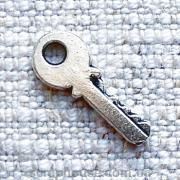 Металлическое украшение Ключ квартирный