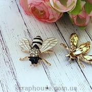 Модная брошь Пчела с белыми крыльями