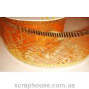 Лента оранжевая из органзы с золотым принтом Рождественская, на проволоке, ширина 3,8 см, длина 2,7 м. (в катушке).