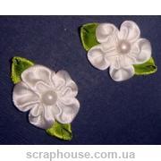 Цветы атлас с бусинкой белые с зелеными листиками