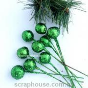 Новогодние ягоды зеленые в блестках на проволоке