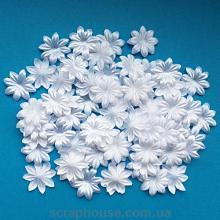 Цветочки маленькие белые текстильные с острыми лепестками.