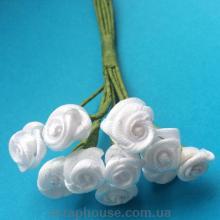 Розы атласные белые на проволоке