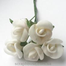 Розы кремовые с бумажными листиками